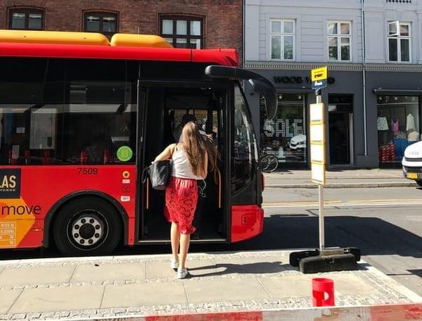 Public transport in Barcelona generates 2.4 bn per year, study shows
